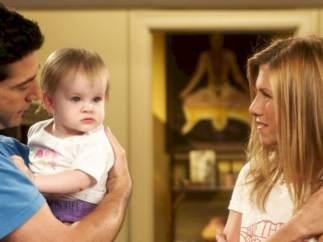Así han crecido las gemelas que interpretaron a Emma en 'Friends'