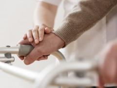 Denuncian la mala situación de las enfermeras en las residencias: hay una por cada 100 ancianos
