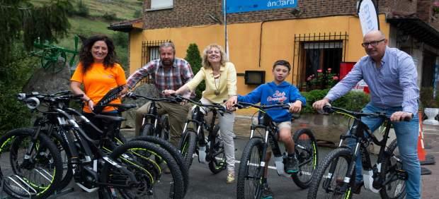 Peñarrubia estrena nuevo servicio de bicicletas eléctricas de montaña