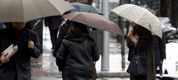 Las tormentas dejan más de 60 litros en una hora en Pinoso (Alicante) y bajan los termómetros hasta 13 grados