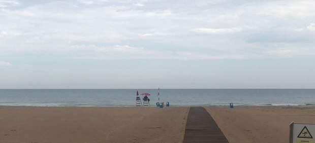 Gandia y Dénia levantan la prohibición al baño y mantienen la bandera amarilla en sus playas tras la tormenta