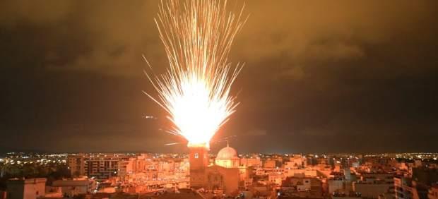 """Cerca de 400.000 personas se suman a las Fiestas de Agosto de Elche """"más multitudinarias de los últimos años"""""""