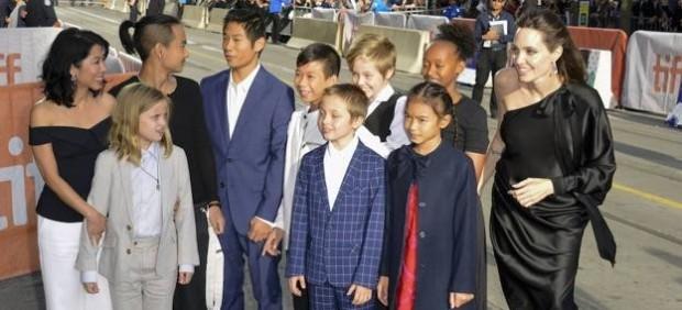 El juez obliga a Jolie a ampliar el horario de visitas de sus hijos a Pitt