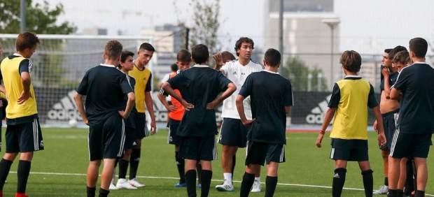 Raúl González debuta como entrenador del Cadete B del Real Madrid