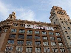 Despliegan una pancarta contra Felipe VI en Barcelona