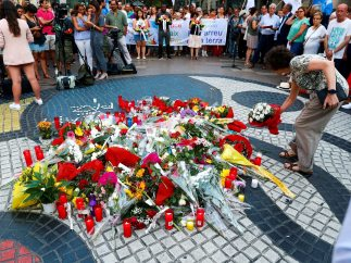 Homenaje a las víctimas en La Rambla