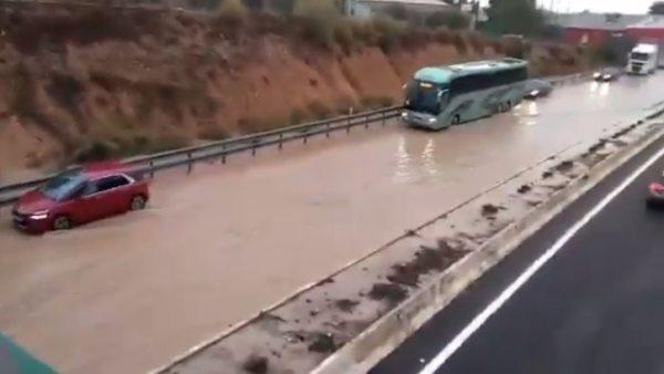 Las tormentas causan numerosos destrozos en España