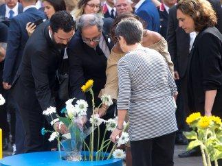 Políticos en el homenaje de Barcelona