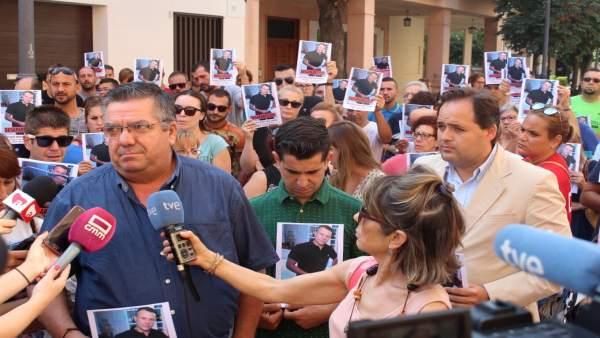 Concentración por un vecino desaparecido de Almansa