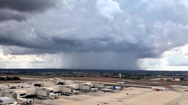 Tormenta en el aeropuerto de Palma, en una imagen de archivo