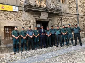 Zuloaga y el coronel jefe de la Guardia Civil de Cantabria visitan el cuartel