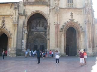 Turismo, turistas, Oviedo, viajeros, Catedral.