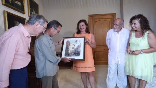 La presidenta del Govern, Francina Armengol, con el arquitecto Elías Torres