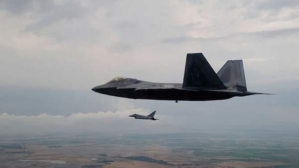 Un F-22 estadounidense participa en un entrenamiento en la Base de Albacete