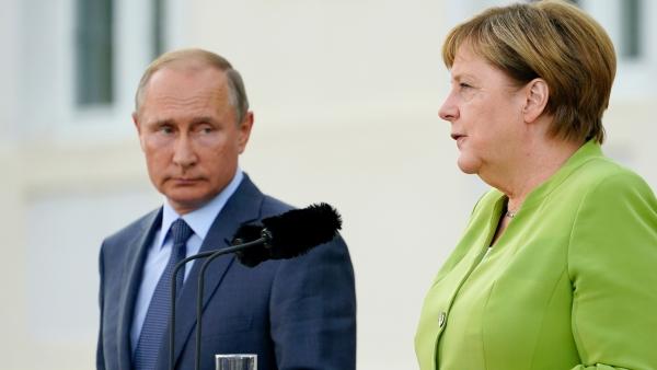 Vladimir Putin y Angela Merkel