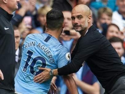 Guardiola y Sergio Agüero, en el encuentro entre el Manchester City y el Huddersfield.