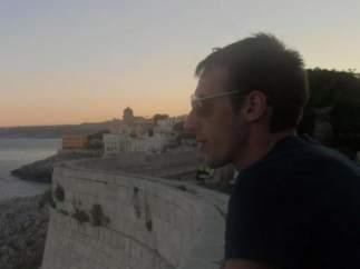 Mirko Vinici, el hijo al que Paola aguarda al lado de los escombros del puente Morandi