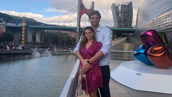 Pau Gasol junto a su novia en el Museo Guggenheim