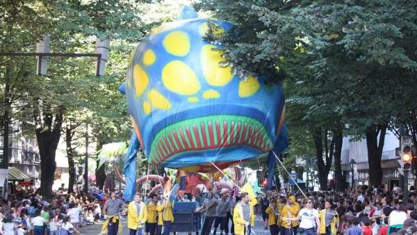 Imagen de Archivo. Desfile de la ballena