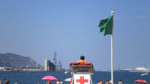 Imagen de Archivo, Playa de Getxo con bandera verde