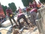 Trabajos de exhumación en la fosa 112 del cementerio de Paterna.