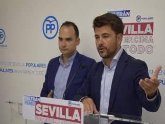 Los concejales del PP en Sevilla Beltrán Pérez y Rafael Belmonte