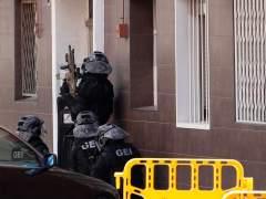 Equipos antiterroristas se reúnen para esclarecer el atentado de Cornellà | Directo