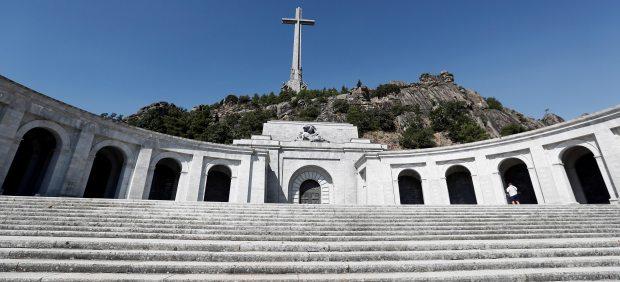 Cientos de manifestantes piden la retirada de la tumba de Franco en el Valle de los Caídos por el ...