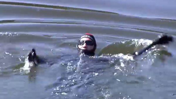 Nada 24 horas en el río Urumea por un reto solidario