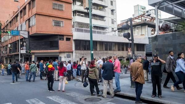 Resultado de imagen para SISMO EN VENEZUELA: REVEROL ASEGURA QUE NO HAY DAÑOS NI HERIDOS TRAS EL TEMBLOR