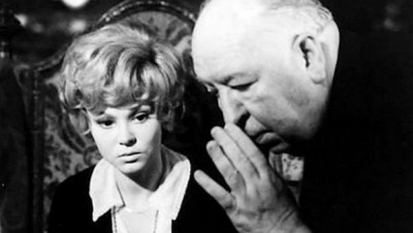 Barbara Harris con Alfred Hitchcock