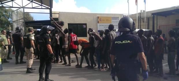Unos 200 inmigrantes han saltado la valla de Ceuta