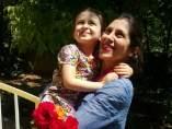 Nazanin Zaghari-Ratcliffe, recibida por su hija Gabriella.