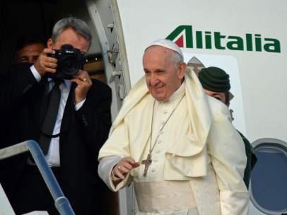 El Papa Francisco a su llegada a Irlanda, en una gira marcada por los casos de abusos en la Iglesia