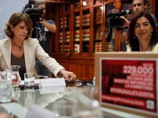 La ministra de Justicia, Dolores Delgado, con la secretaria de Estado del deporte, María José Rienda