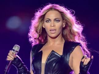 """La exbaterista de Beyoncé denuncia a la cantante por """"brujería extrema y magia negra"""""""
