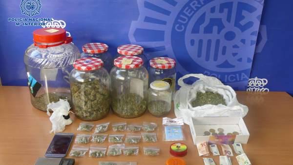Detenido in fraganti cuando vendía marihuana en Cuenca