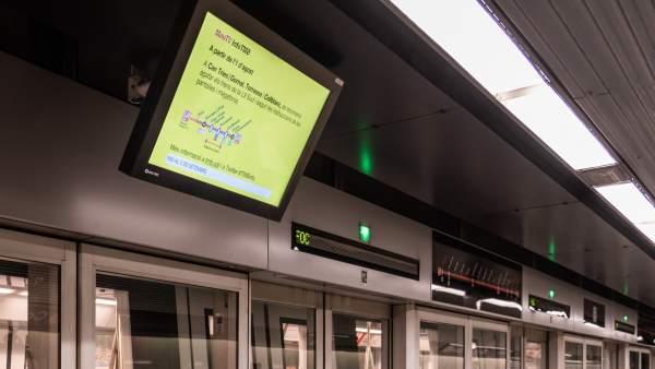 Imagen de uno de los trenes sin pasajeros que han circulado en pruebas durante el mes de agosto de cara a la apertura de las estaciones de Foneria y Foc de la L-10 Sud del metro de Barcelona, en la Zona Franca.