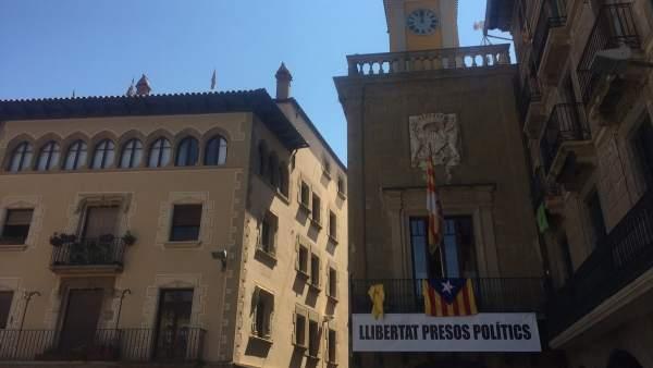 Ayuntamiento de Vic con un cartel que pide libertad para los presos políticos.