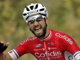El corredor francés del equipo Cofidis, Nacer Bouhanni, celebra su victoria en la sexta etapa de La Vuelta