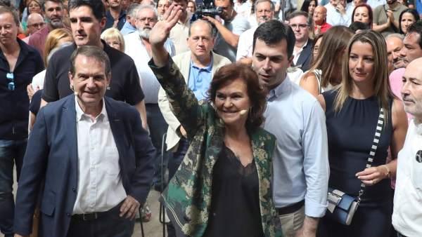 La vicepresidenta del Gobierno, Carmen Calvo, durante su visita a Santiago de Compostela