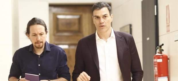 Foto de archivo de Pablo Iglesias y Pedro Sánchez