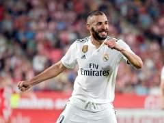 Karim Benzema celebra un gol con la camiseta del Real Madrid.
