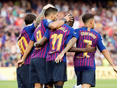 Dembélé, Coutinho, Messi y Luis Suárez, celebran un gol con el Barça.