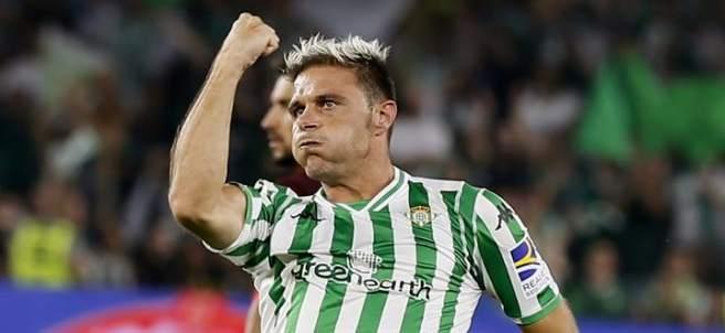 Joaquín celebra su decisivo tanto en el derbi entre Betis y Sevilla.
