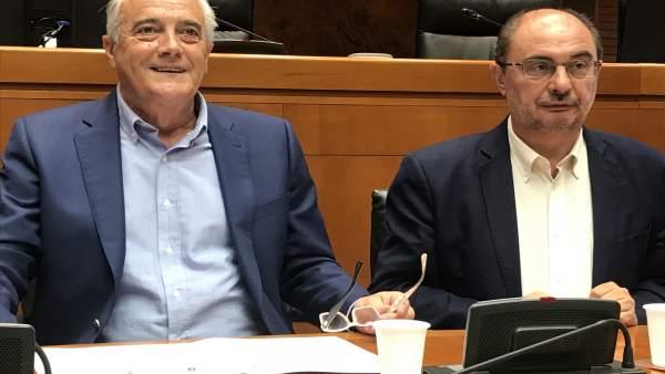Sada y Lambán este lunes en la reunión del grupo socialista parlamentario.