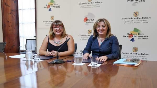 La vicepresidenta Bel Busquets y la consellera Fanny Tur firman el convenio