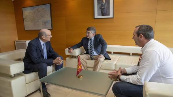 Mazón se reúne con el decano del Colegio de Abogados de Cantabria