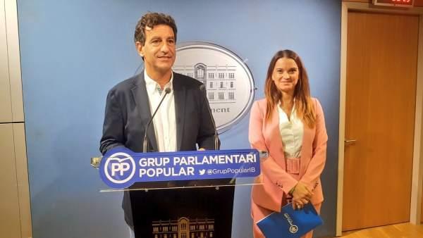 Biel Company y Marga Prohens en una rueda de prensa en el Parlament
