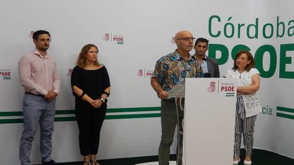 Hurtado junto a las parlamentarias del PSOE y los sindicalistas del SUP